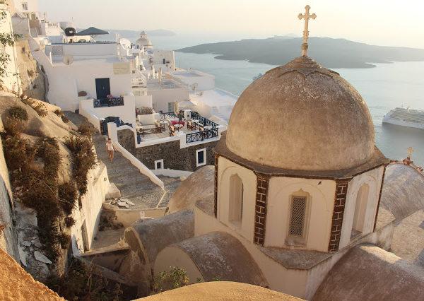 Cosa vedere e fare a Firá, il capoluogo di Santorini, l'isola che incanta