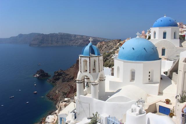 chiese dai tetti azzurri a oia santorini