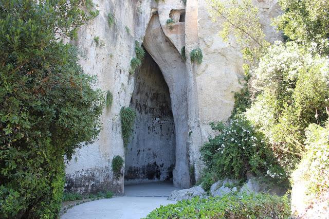 l'orecchio di dionisio nel parco archeologico Neapolis di Siracusa