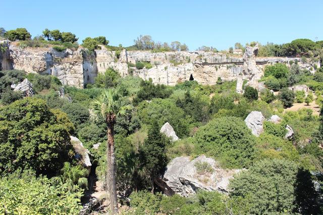 la parte a sperone del parco archeologico Neapolis di Siracusa
