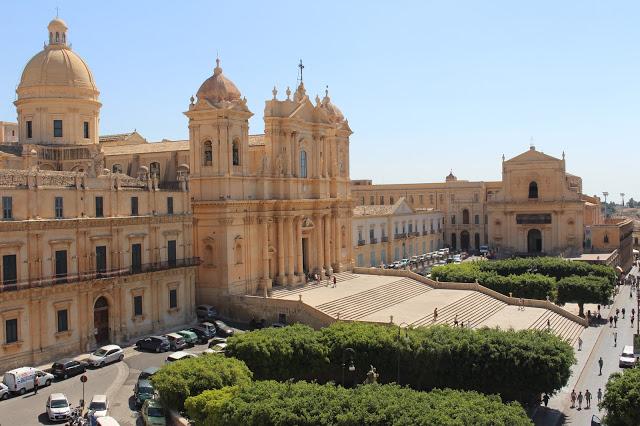 veduta dall'alto della cattedrale di noto
