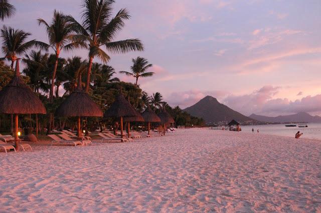 mauritius tramonto in spiaggia
