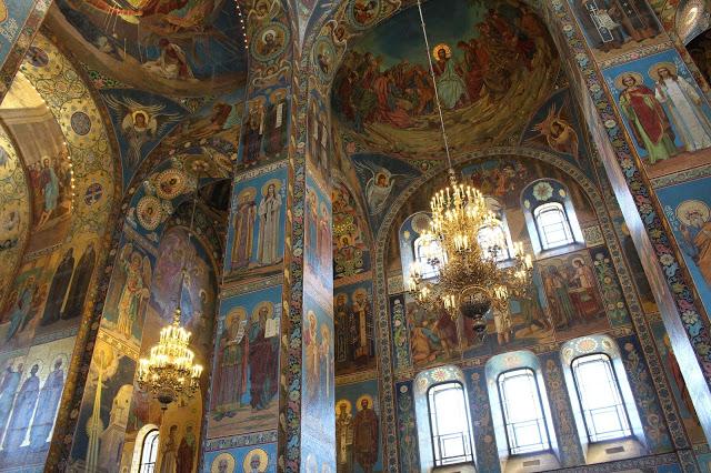 interno della chiesa del salvatore sul sangue versato a San Pietroburgo