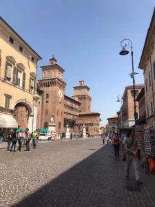 castello di ferrara visto da piazza trento e trieste