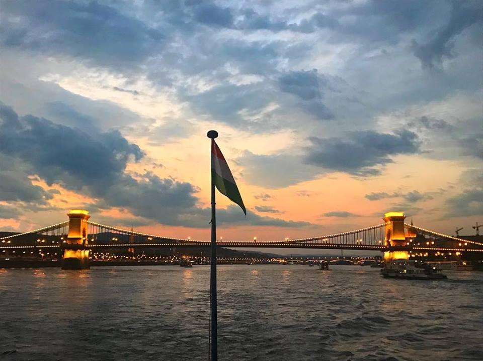 budapest ponte delle catene visto dal danubio