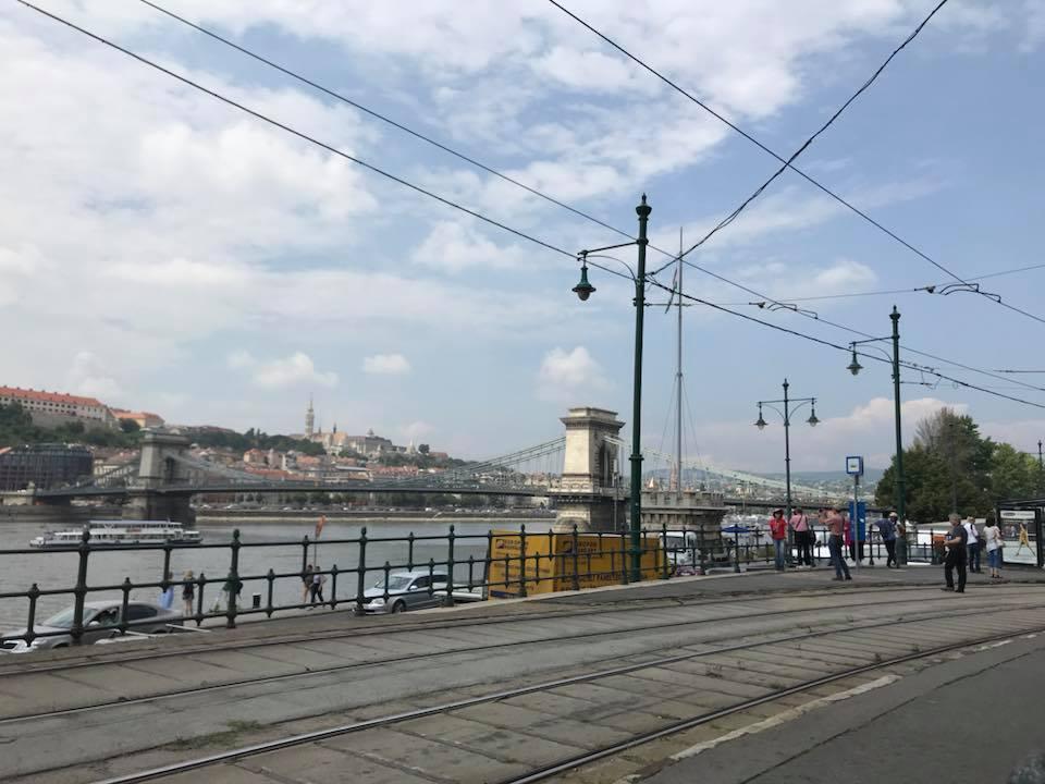 budapest tram lungo danubio