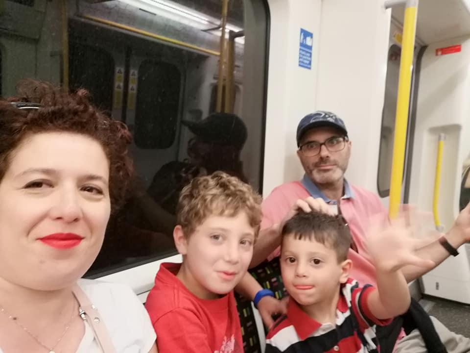 famiglia in metro a londra