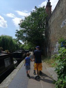 passeggiando lungo il canale a camden town