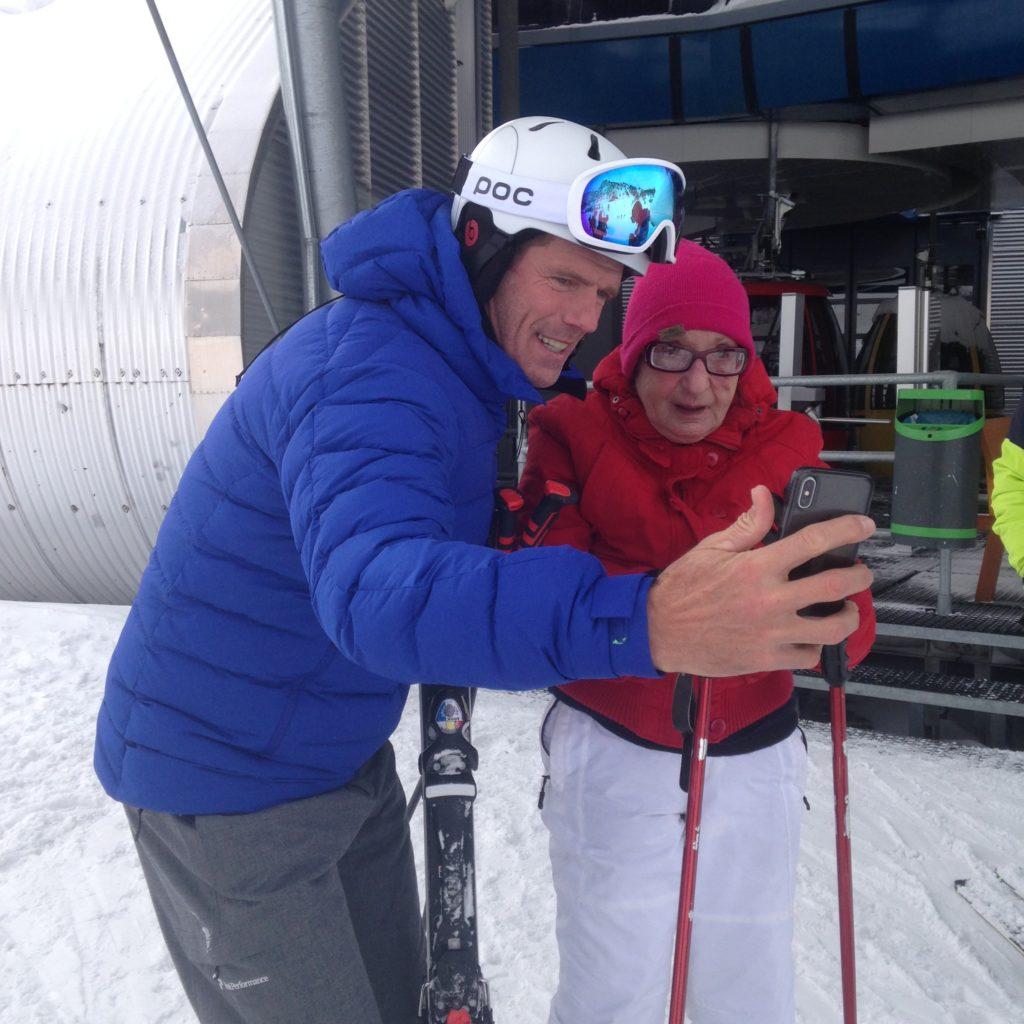 mario cipollini con la sciatrice più anziana d'italia