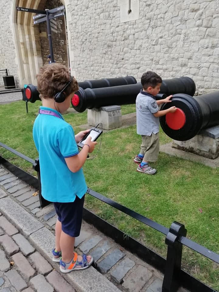 bambini alla torre di londra