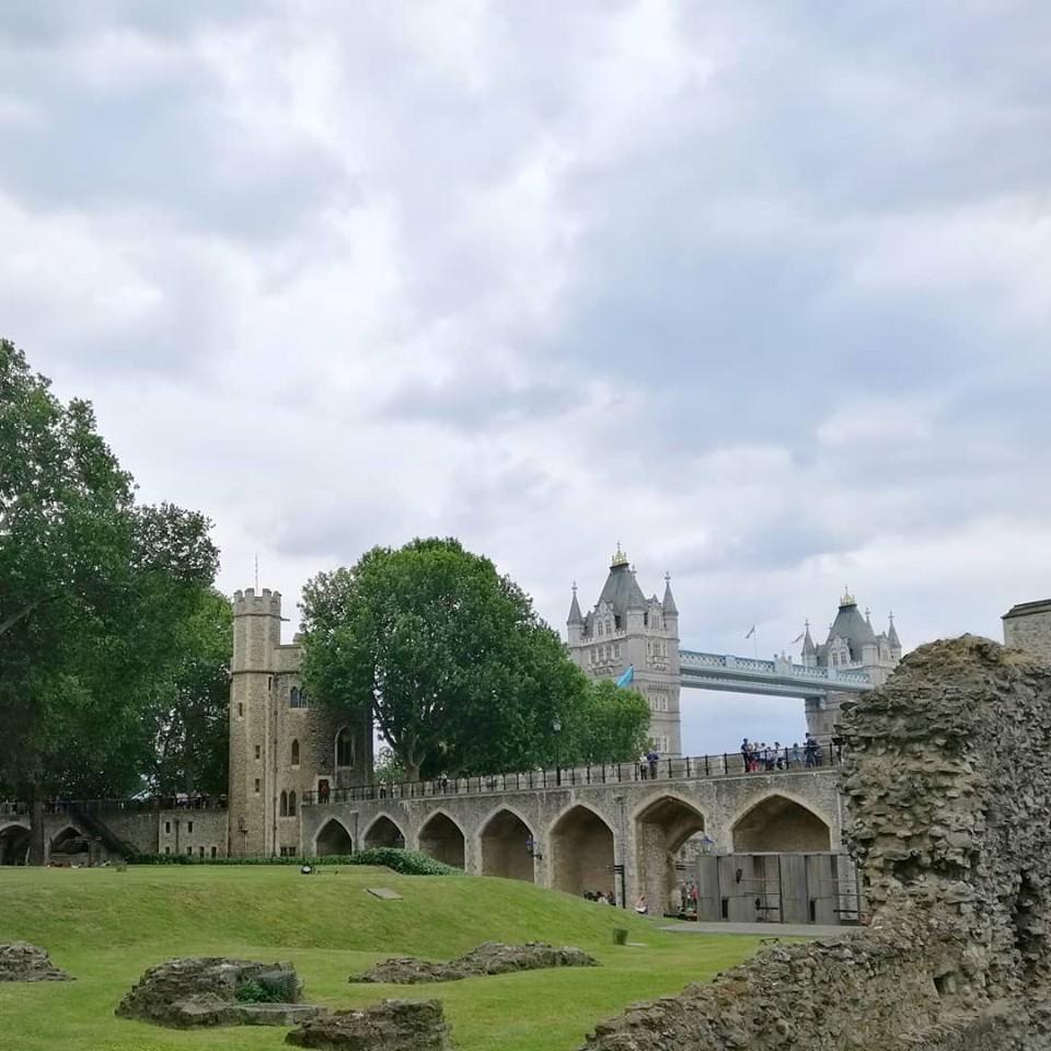 tower bridge visto dalla torre di londra