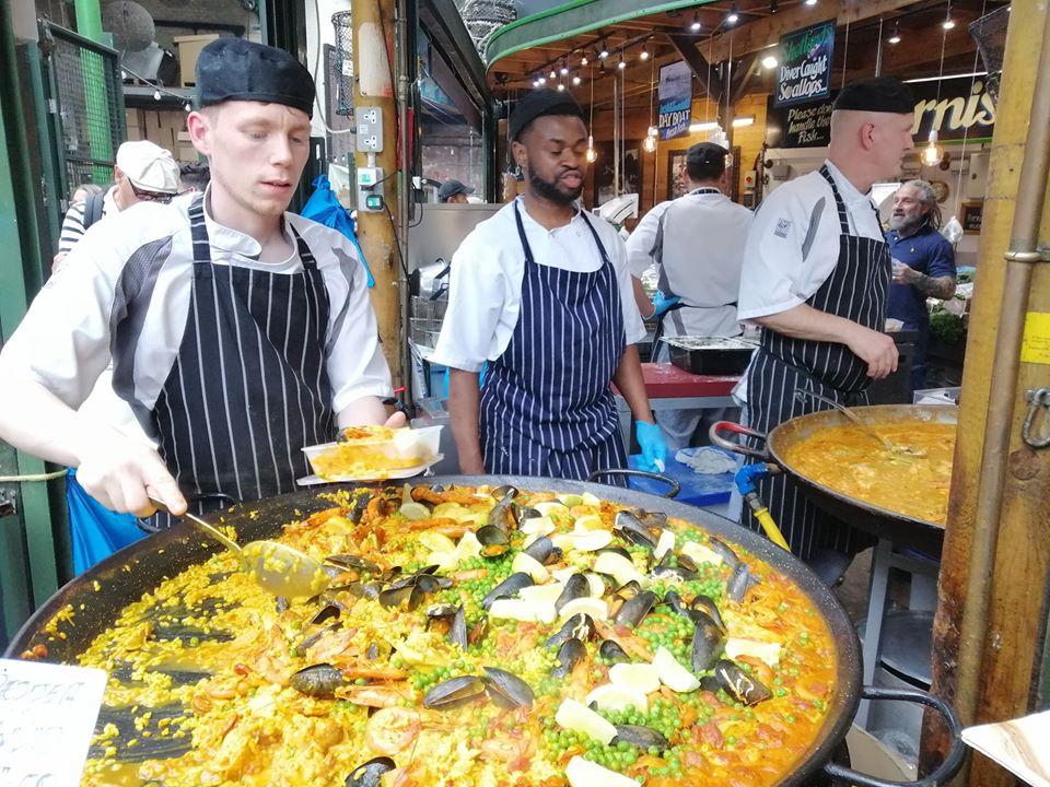 mangiare al borough market di londra