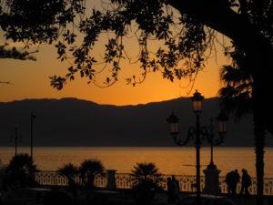 Tramonto-dal-lungomare-di-reggio-Calabria-spuntidiviaggio