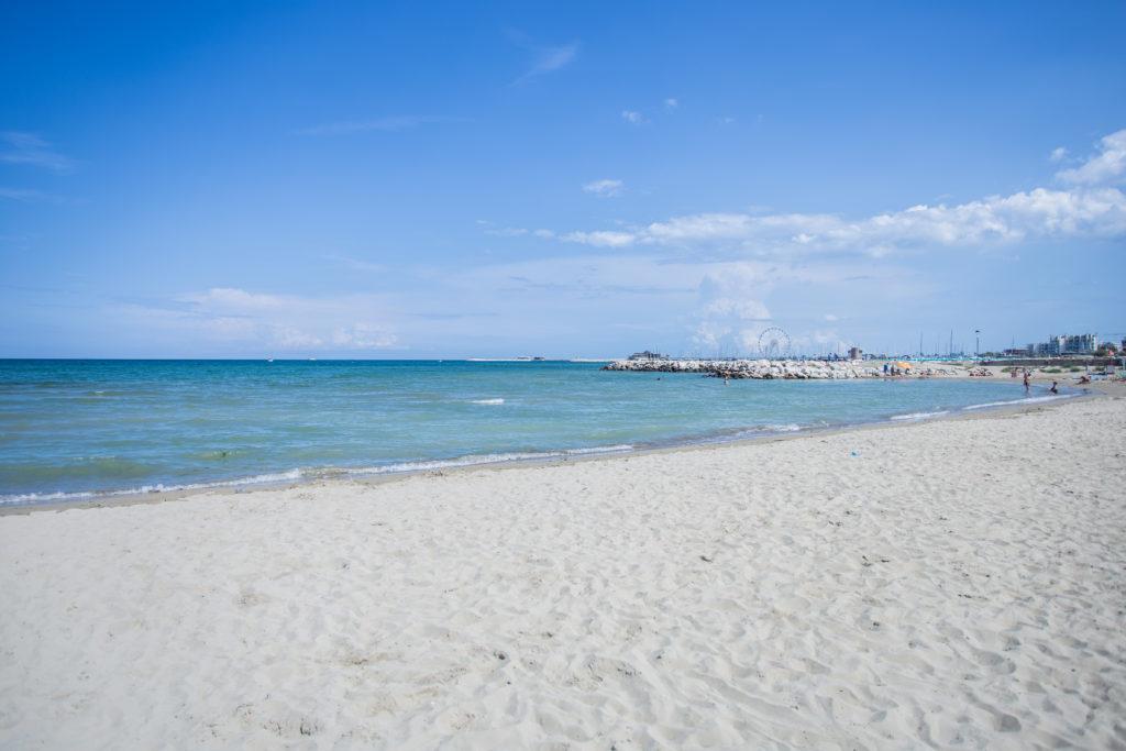 spiaggia di Rimini a primavera